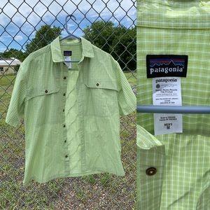 Patagonia men size m Short Sleeve Shirt Green